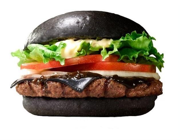 burger-mit-schwarzem-broetchen_blog_sf